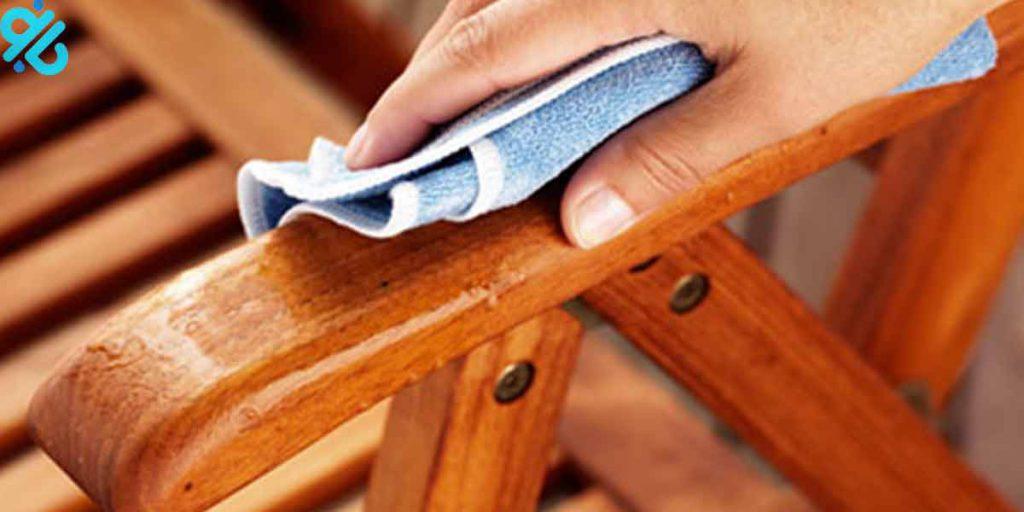 تمیز کردن بخشهای چوبی مبلمان